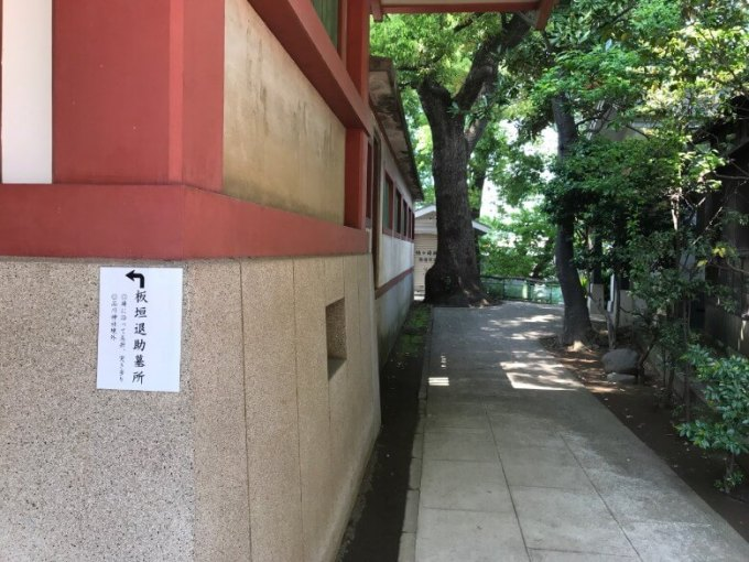 品川神社拝殿横