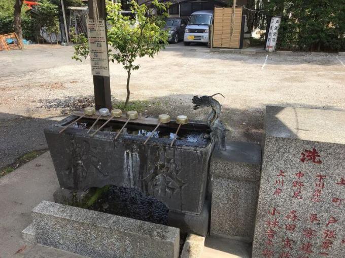 芳川神社手水石