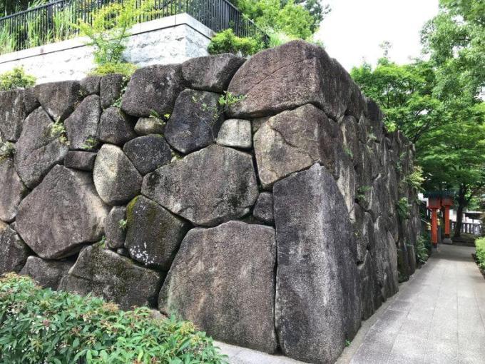 穴八幡宮石垣
