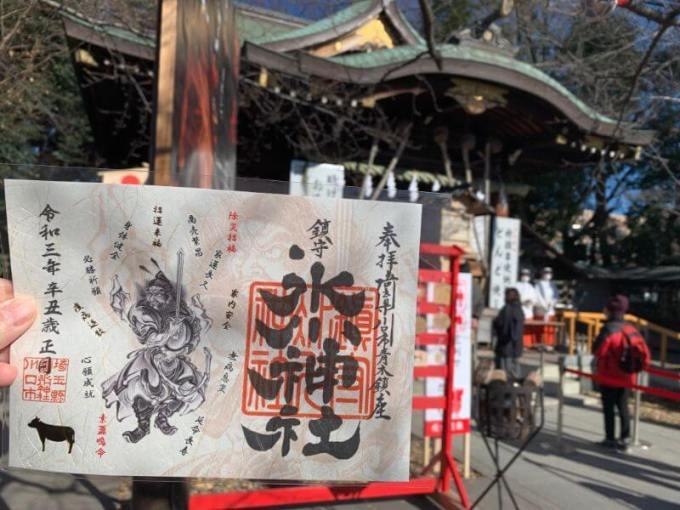 鎮守氷川神社拝殿前