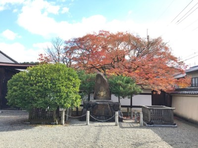 宝鏡寺の「人形塚」