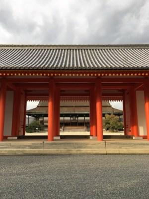 承明門から見る「紫宸殿」