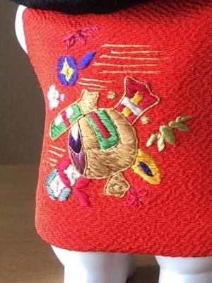 手刺繍のふくらみ