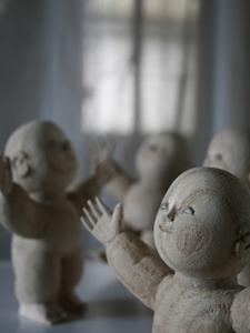 上彫り途中の人形