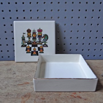 Vintage Carltonware chess trinket box