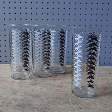 Kite pattern drinking glasses