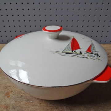 Red Palissy Regatta tureen