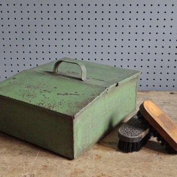 Metal shoe shine box