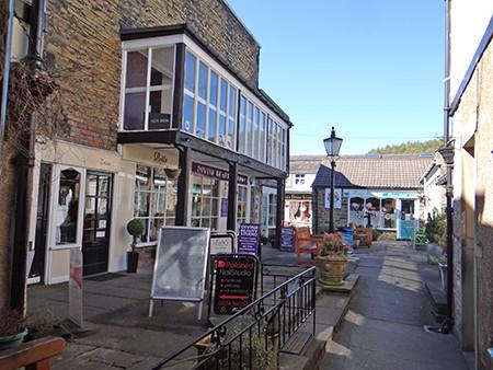 alleyway off the main street in Bingley