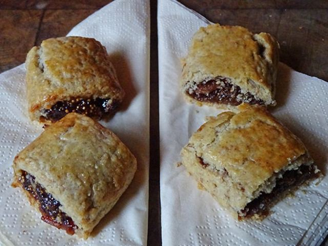 Fig rolls: left, sliced before cooking - right, sliced after cooking | H is for Home