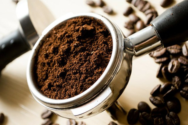 Coffee machine sump filled with coffee grounds