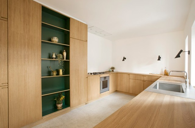 Built-in kitchen with racing green coloured shelf alcove
