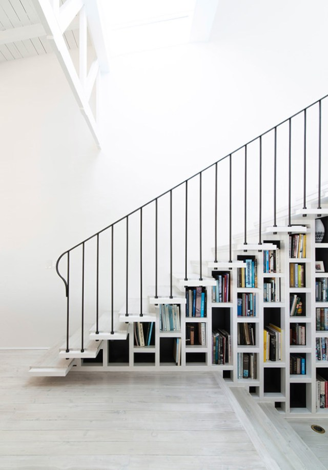 Bookshelf incorporated into a staircase