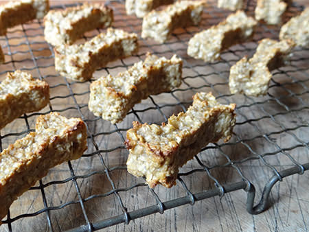 Home-made peanut butter & banana dog bones | H is for Home #recipe #dogtreats