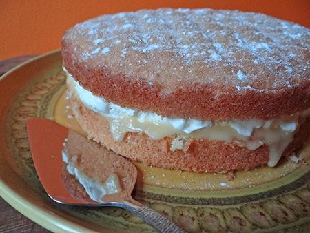 Lemon curd layered sponge cake | H is for Home #recipe #lemon #lemoncurd #cake #spongecake