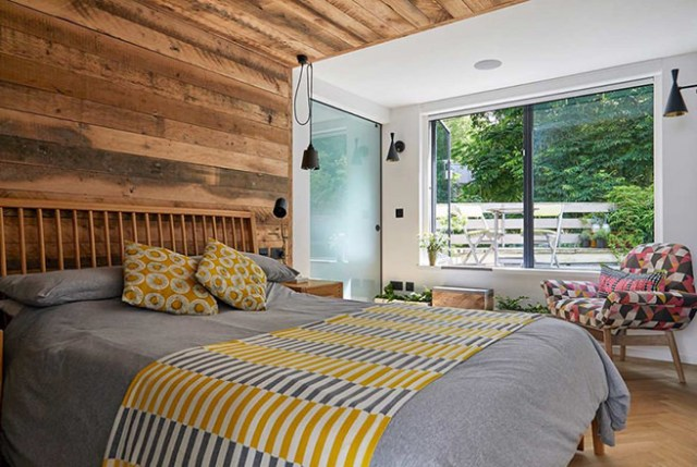 Log cabin-inspired bedroom