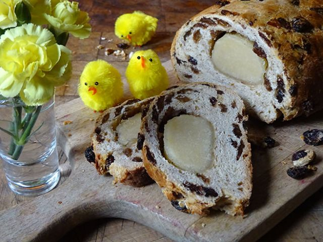 Slices of home-made paasstol | H is for Home #recipe #paasstol #Dutch #DutchCuisine #Easter #baking #sweet bread