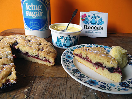Rhubarb and berry shortcake pie