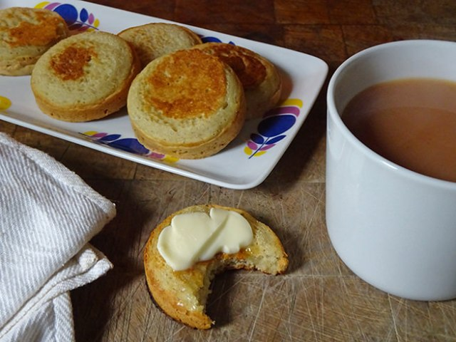 Home-made sourdough crumpets | H is for Home #recipe #sourdough #SourdoughSeptember