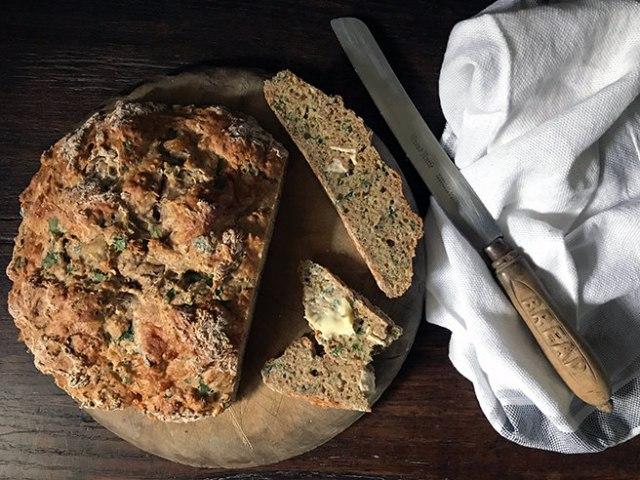 Wild garlic & goats cheese soda bread