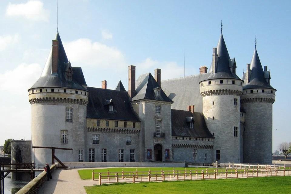 Castle of sully sur loire france hisour hi so you are for Clair logis sully sur loire
