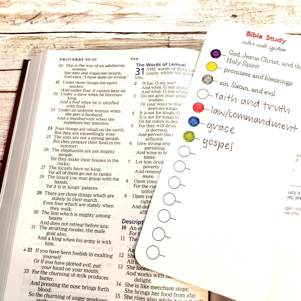 Want to brighten up your creative note-taking? Here's your own FREE color code printable to create colorful Bible notes. #hispalette #biblejournaling #illustratedfaith #freeprintable
