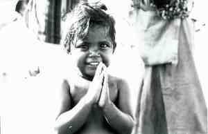 Niño en la India