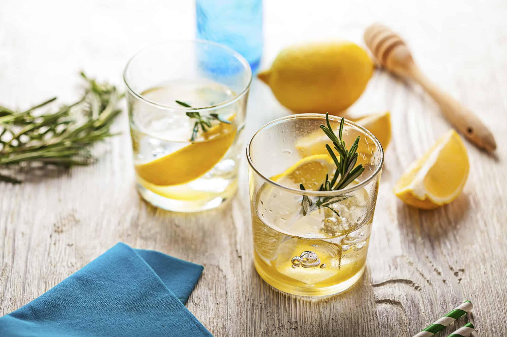 Cómo preparar agua con infusiones de frutas