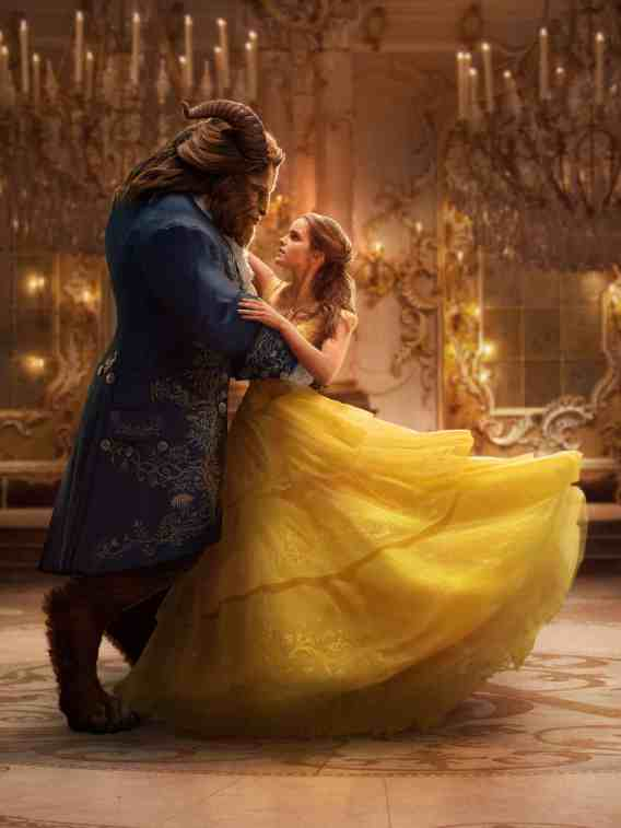 La bestia y Bella bailan en Beauty and the beast