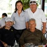 Berta Hernández y Henry Saavedra sentados Oswaldo Aguilera y Hugo Vargas