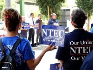 Protestan acciones del gobierno para destruir sindicato de empleados federales