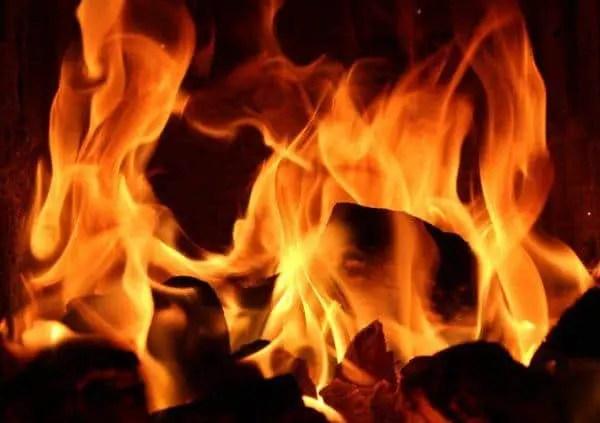 Cartas bomba echan gasolina al fuego