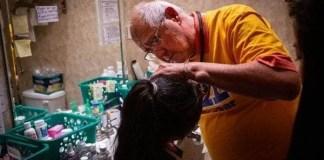 Médicos voluntarios atienden a inmigrantes en la frontera
