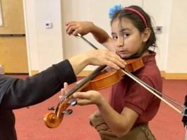 Jóvenes judíos y latinos se conectan a través de la música, por araceli martínez