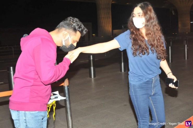 PHOTOS: Rahul Vaidya और Disha Parmar का एयरपोर्ट रोमांस! अपनी गर्लफ्रेंड पर जमकर प्यार बरसाते दिखे सिंगर World Daily News24