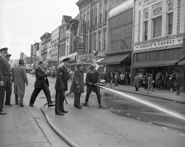 "Police hose protestors; Arbuckle, Alex Q. ""February 1960 Chattanooga Sit-ins: Courageous High Schoolers Take on Angry Mobs and Fire Hoses."" Retronaut via Mashable. February 19, 2017. Accessed April 14, 2017. http://mashable.com/2017/02/19/chattanooga-sit-ins/#dNiaRz5jD8qr."