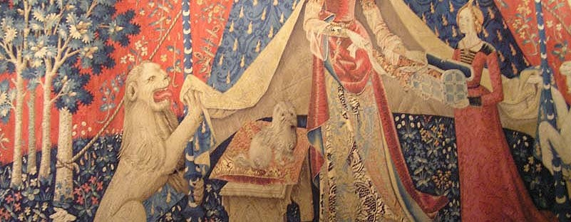 Gros plan de la tapisserie de la Dame à la Licorne