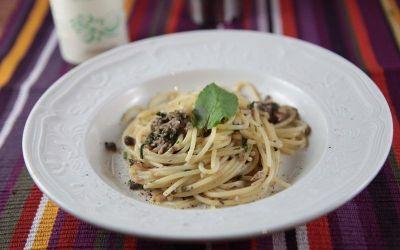 Spaghetti con capperi, tonno e menta