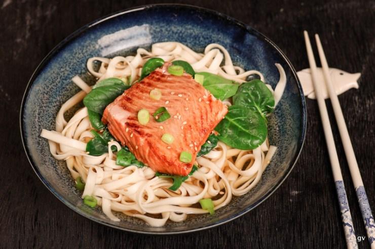 udon au saumon teriyaki et épinards