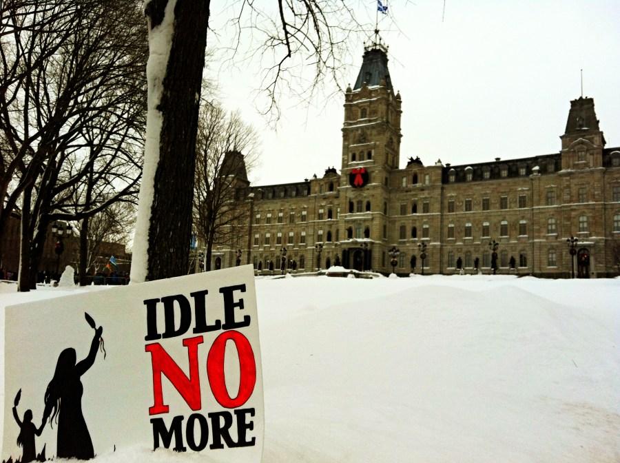 « Idle No More », photo prise devant le Parlement du Québec en janvier 2013. Crédit photo : Lëa-Kim Châteauneuf.