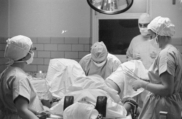 Accouchements et maternité, photographies d'Antoine Desilets (entre 1951-1997). BAnQ, Cote : P697,S1,SS1,SSS12,D1.