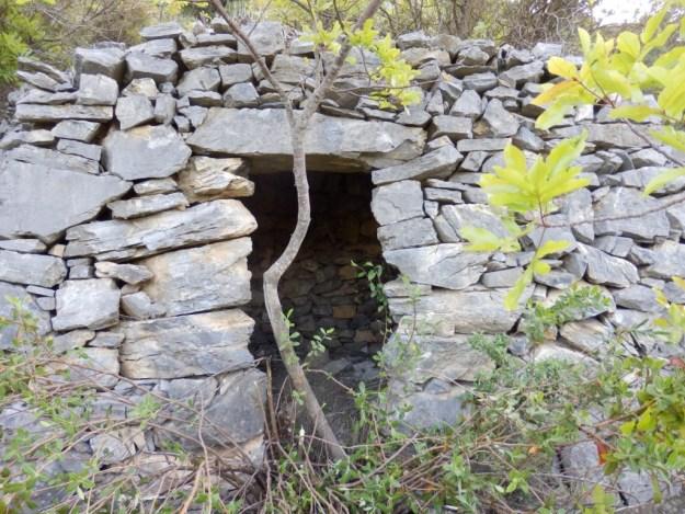 Bâtie en roche calcaire à Prats de Sournia.