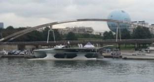 Planet Solar amarré sur la Seine