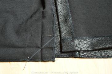 Beide markeringen werden verbonden met een rechte in kleermakerskrijt.