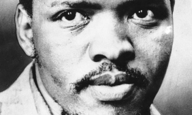 Steve Biko activista símbolo de la resistencia pacífica contra el Apartheid