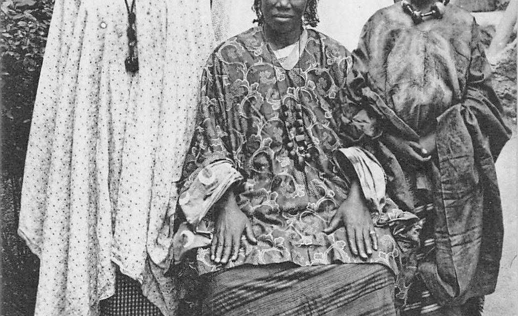 El matriarcado Wolof (Senegal): un reinado matrilineal convertido en patrilineal por la islamización.