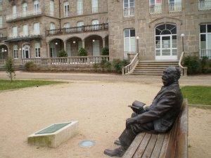 Escultura de Enrique Peinador no Balneario de Mondariz / mundiario.com
