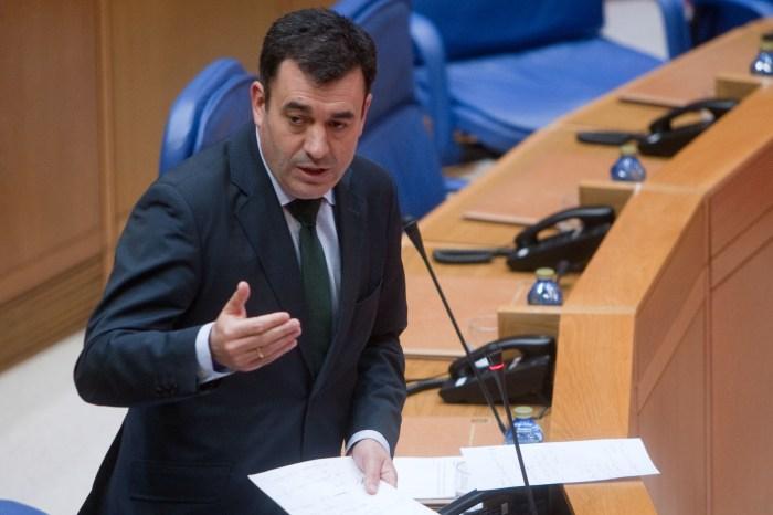 O conselleiro de Cultura, Roman Rodriguez comparece no pleno do parlamento / xunta.gal