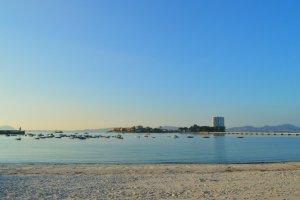 Praia de Canido, en Vigo, onde se atoparon instrumentos líticos de hai 150.000 anos / vivevigo.info