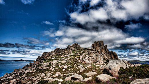 """Unha """"imitación"""" da Torre de Hércules e os misterios que descubriu o Pai Sarmiento no Monte Pindo"""